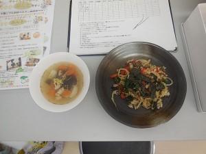 できました☆ スープとビビンバの位置が逆ですが・・・。